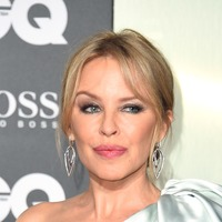 Emotional Kylie Minogue thanks good friends after winning GQ's icon award