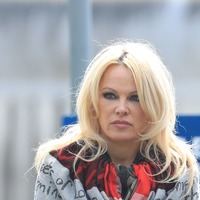 Pamela Anderson defends Julian Assange during heated US TV debate