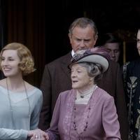 Stars descend on world premiere of Downton Abbey film