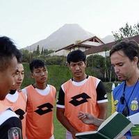 Globe-trotting Belfast coach Paul Munster lands new job in top Indonesian league