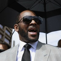 R Kelly fails to show up in court on solicitation charge