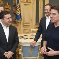 You're good-looking: Ukrainian leader woos Tom Cruise