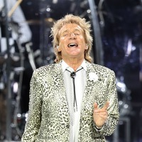 Sir Rod Stewart serenades couple on big day after Thomas Cook collapse