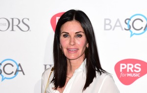 Courteney Cox shares picture of mini Friends reunion