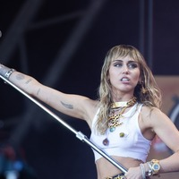 Miley Cyrus taken to hospital after complaining of tonsillitis