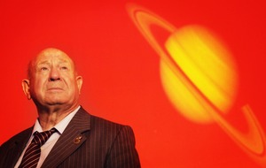 Cosmonaut who performed first spacewalk dies aged 85