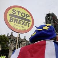 Brexit: Must be no delay on leaving EU, Boris Johnson tells Donald Tusk