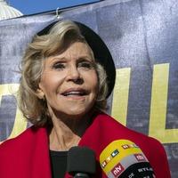 Jane Fonda accepts Bafta award while being arrested
