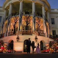 Donald Trump hands out sweets to children at Halloween-themed White House