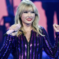 Taylor Swift to receive artist of decade award at AMAs