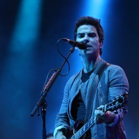 Stereophonics beat Kanye West to UK number one