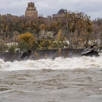 Storm briefly frees century-old barge stuck above Niagara Falls