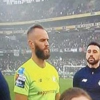 Fans show support for Shamrock Rovers goalkeeper Alan Mannus who turned away from flag