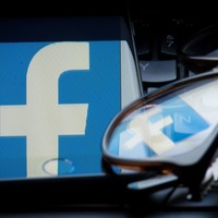 Facebook: Around 100 app developers may have retained access to user data