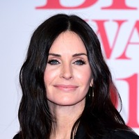 Courteney Cox and Matthew Perry reunite for a selfie