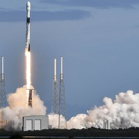 SpaceX launches dozens more mini-satellites for global internet project
