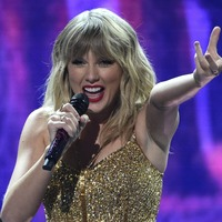 Artist of the decade Taylor Swift dominates the American Music Awards