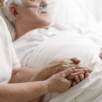Holding a loved one's hand may be as good as a painkiller
