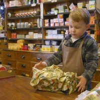 Local hardware shop hailed for 'Christmas ad of the year' which cost just £100