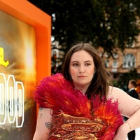 Lena Dunham explains why dating sober in the UK is a 'roughie'