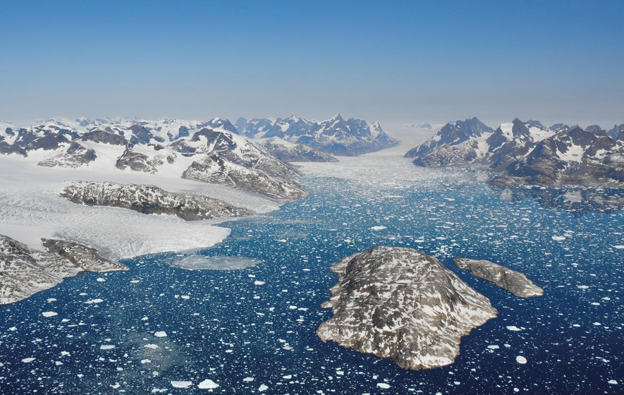 Climate change: Greenland's ice is melting faster than expected