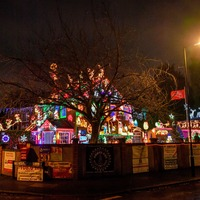Family celebrates 25 years of Christmas lights display on home