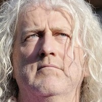 Mick Wallace agrees to hand over keys of Dublin home after three months