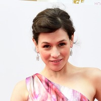 Actress Yael Stone moving back to Australia from US to fight 'climate war'