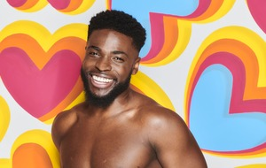 Love Island fans unimpressed as Mike has his head turned by twins