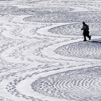 British artist uses snow as canvas for massive geometrical designs