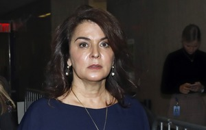 Actress Annabella Sciorra gives evidence in Harvey Weinstein 'rape' trial