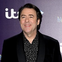 The Masked Singer's Jonathan Ross in major blunder as he guesses dead star