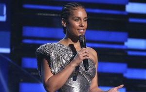 Alicia Keys opens the Grammys with tribute to Kobe Bryant