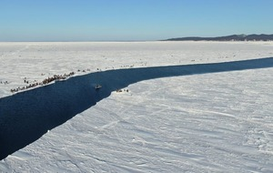Hundreds of fishermen rescued from giant ice floe