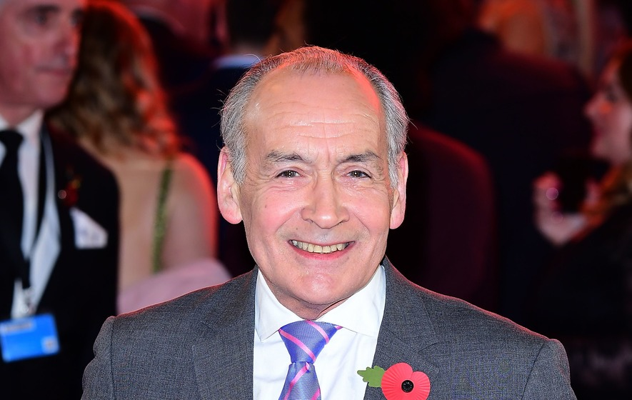 Newsreader Alastair Stewart steps down from ITN role amid Twitter race row