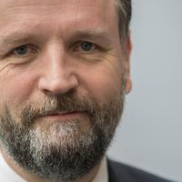 Quacks, charlatans and cranks exploit health concerns online – NHS chief