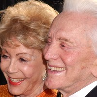 Celebrities pay their respects to Kirk Douglas