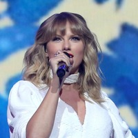 Taylor Swift confronts workplace sexism in The Man music video