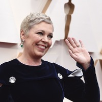 Olivia Colman surprises fans as she debuts blonde hair at the Oscars