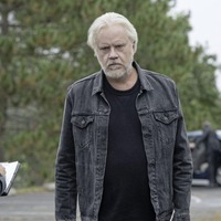 TV Quick: Star Tim Robbins on his return to 'Stephen King country' in Castle Rock