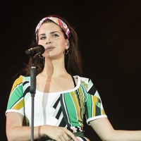 Lana Del Rey heads to Glastonbury's Pyramid Stage