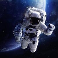 Sleb Safari: Nasa needs astronauts, Kelly Brook need not apply
