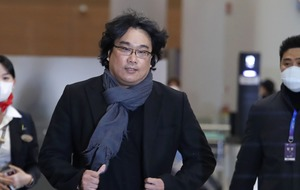 Cheers for Oscar-winning director Bong Joon-ho on his return to Korea