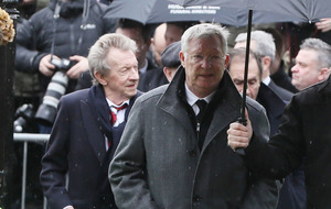 Alex Ferguson and Bobby Charlton among mourners at Harry Gregg's funeral