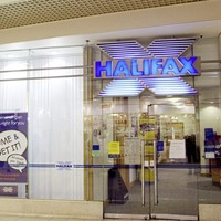 Halifax owner Lloyds confirms plans to axe 780 branch jobs