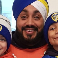 Leeds United fan creates matchday turban in the colours of his favourite team