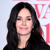 Courteney Cox baffles Matthew Perry with new TikTok dance challenge