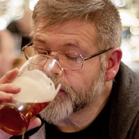 Heavy drinking into older age 'adds 4cm to waistline'