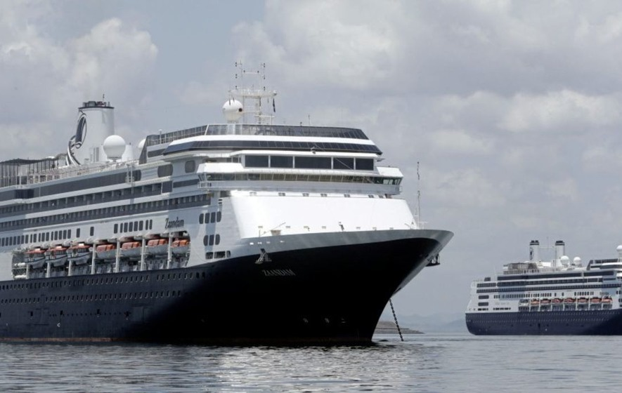 Hundreds of Holland America passengers begin disembarking ships, head to FLL