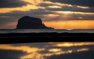 In Pictures: Sunrise over Bass Rock